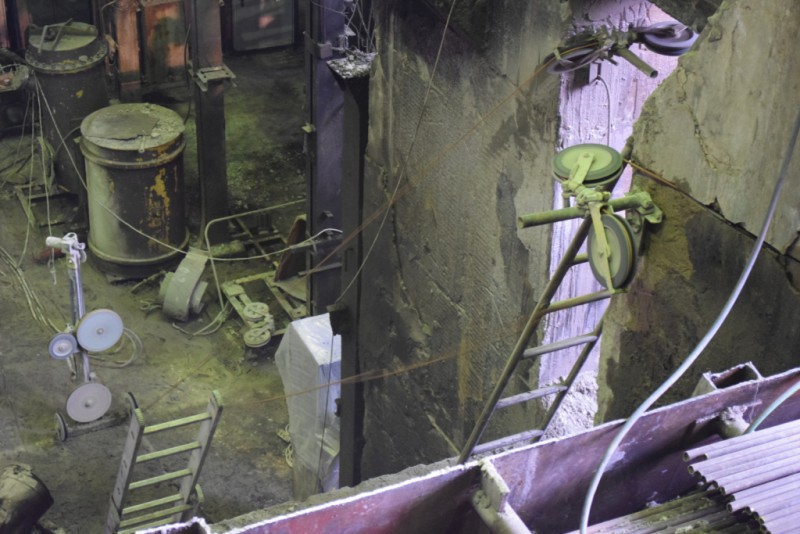 Демонтаж части фундамента турбины.