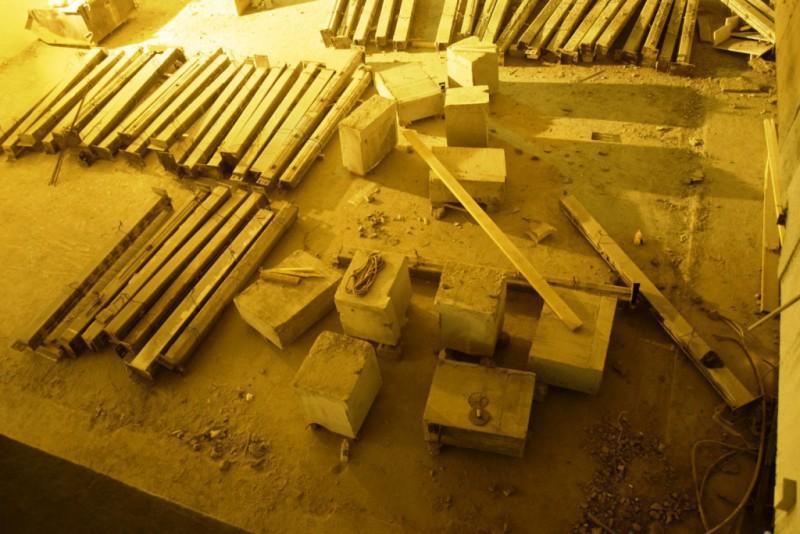 Демонтаж части перекрытия с ригелями.